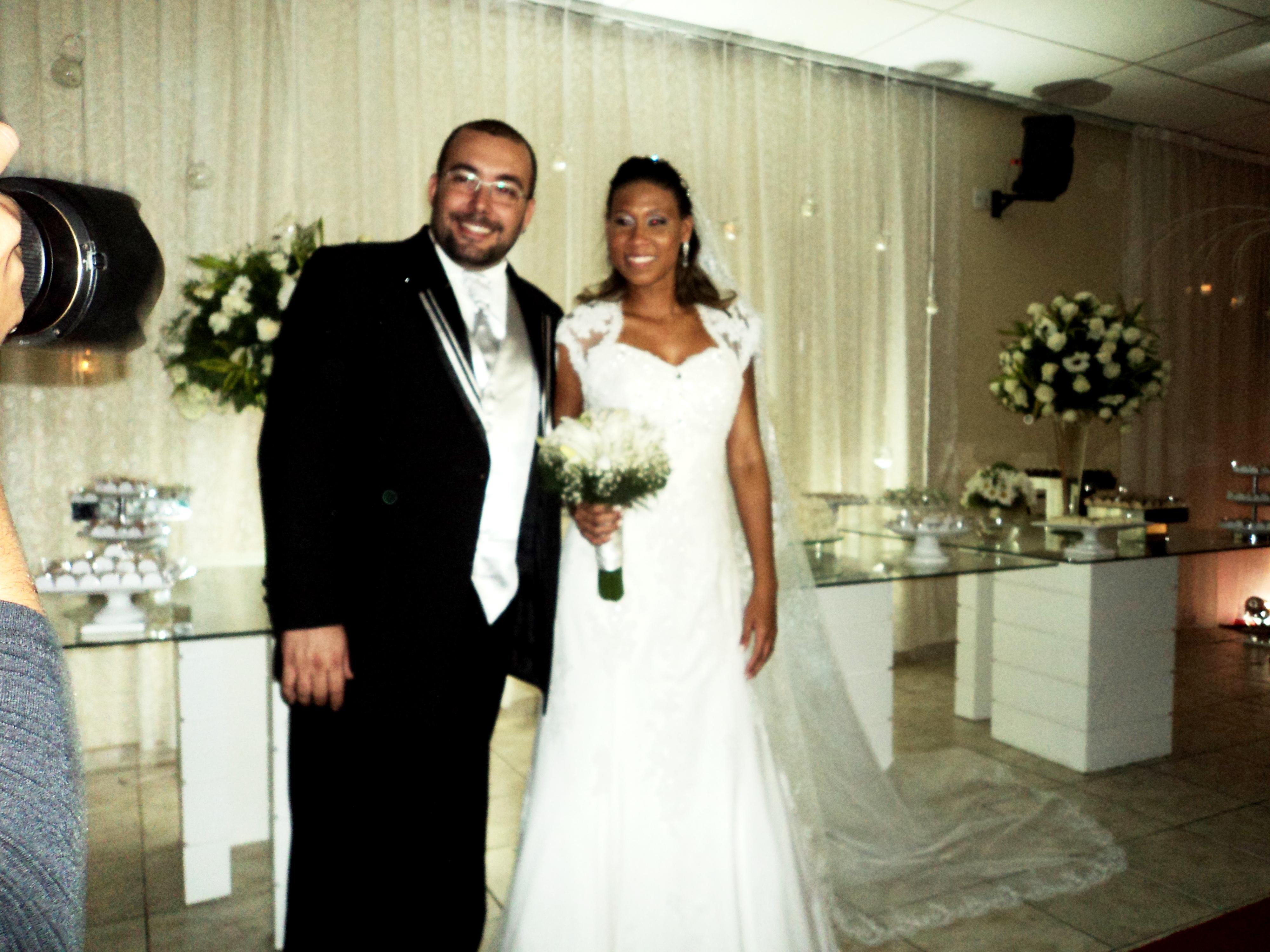 Os noivos Vanderlan e Lais logo após a cerimônia.