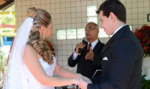 cropped-cropped-cropped-Foto-Túlio-celebrando-casamento-Prsicila-e-Gilson-Sitio-Vc-e-eu.jpg
