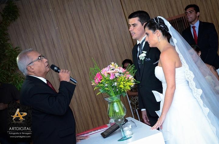 Foto Túlio celebrando casamento Nathalia Bottino e Thales
