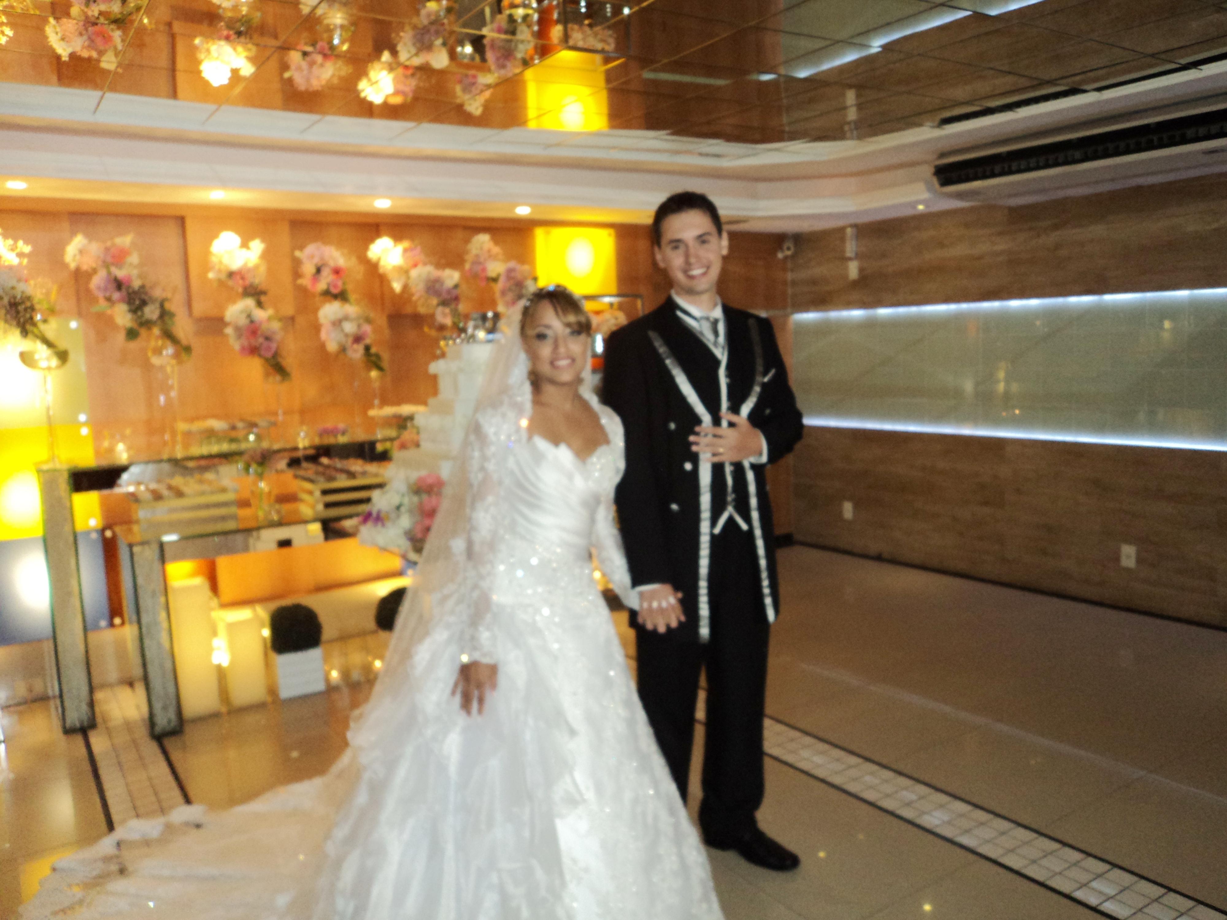 Foto do casal de noivos Luiz Alberto e Thuany.