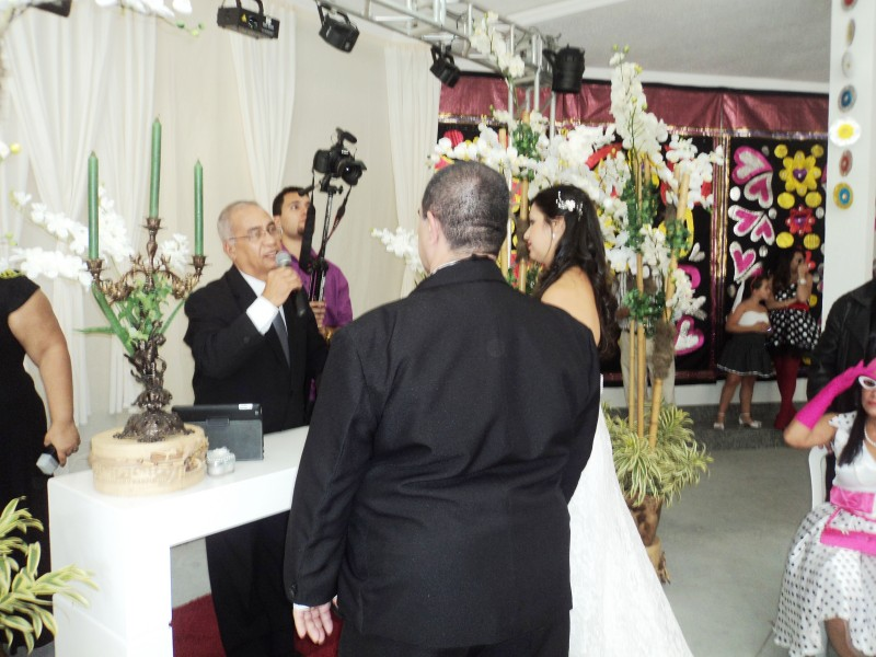 foto Túlio celebrando Luiz e Sandra, 6.9.14