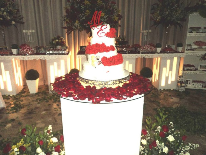 foto mesa de bolo dos noivos Marco e Erica