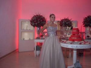 Foto da linda debutante Gabriela Medeiros logo depois do seu cerimonial.