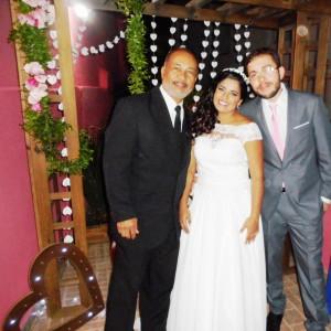 foto Túlio com noivos após cerimônia, 27.8.16