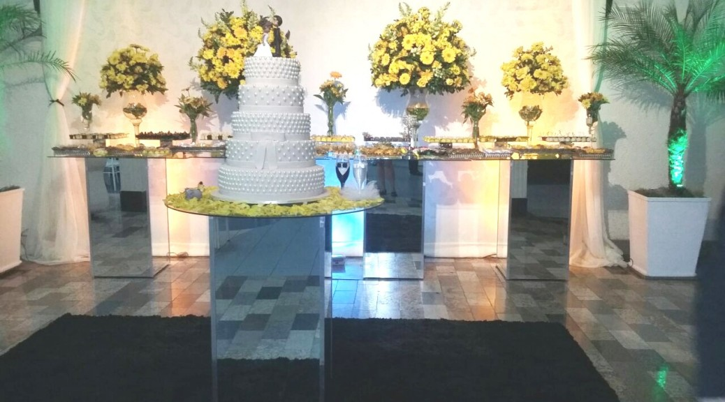 foto excelente mesa do bolo e doces, 13.8.16