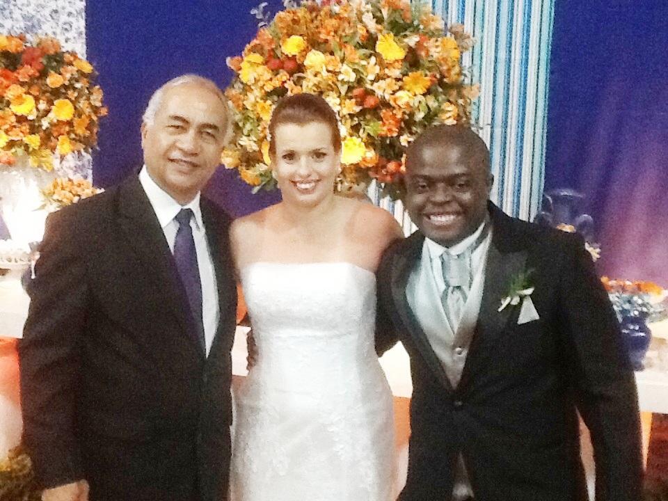 foto dos noivos Alex e Ana Clara com Túlio à direita,23.8.14