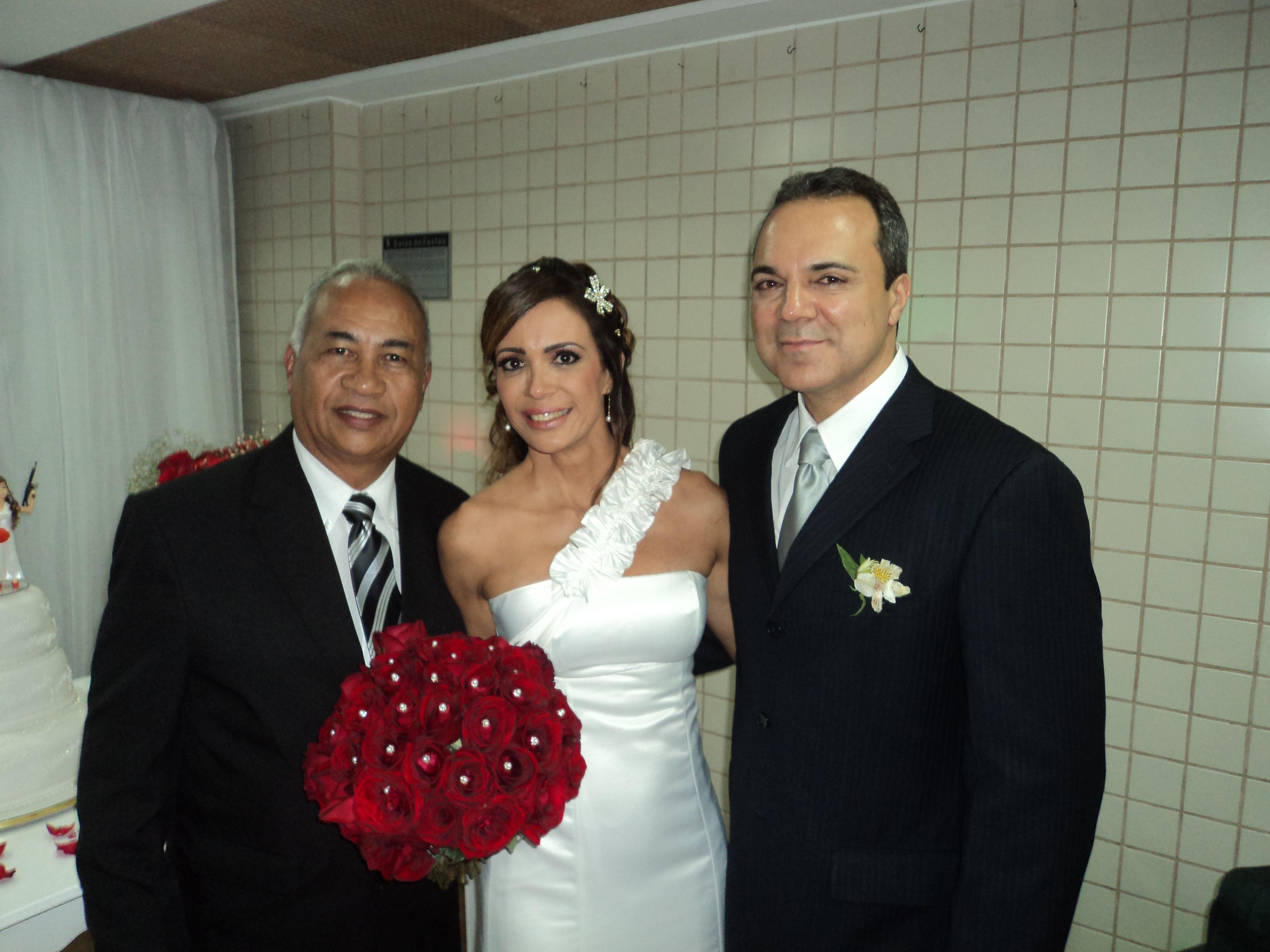 Na foto Túlio de Pinho, à esquerda, com os noivos