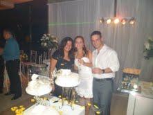 Foto da cerimonialista Djane Braga com os noivos Renata e Felipe.