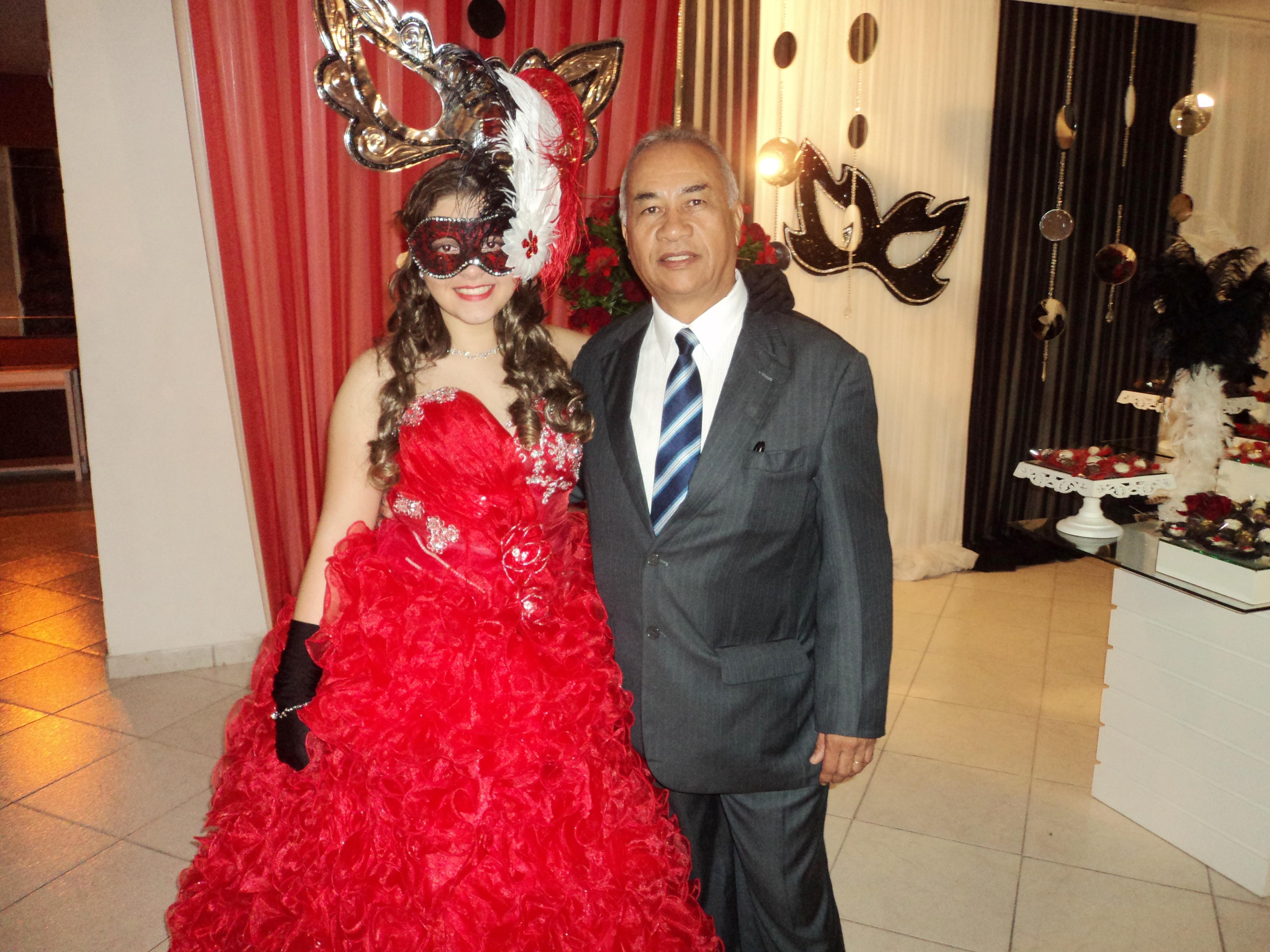 FOTO EXCELENTE DE TULIO COM GIULIA FANTASIA DO CERIMONIAL 31.8.13