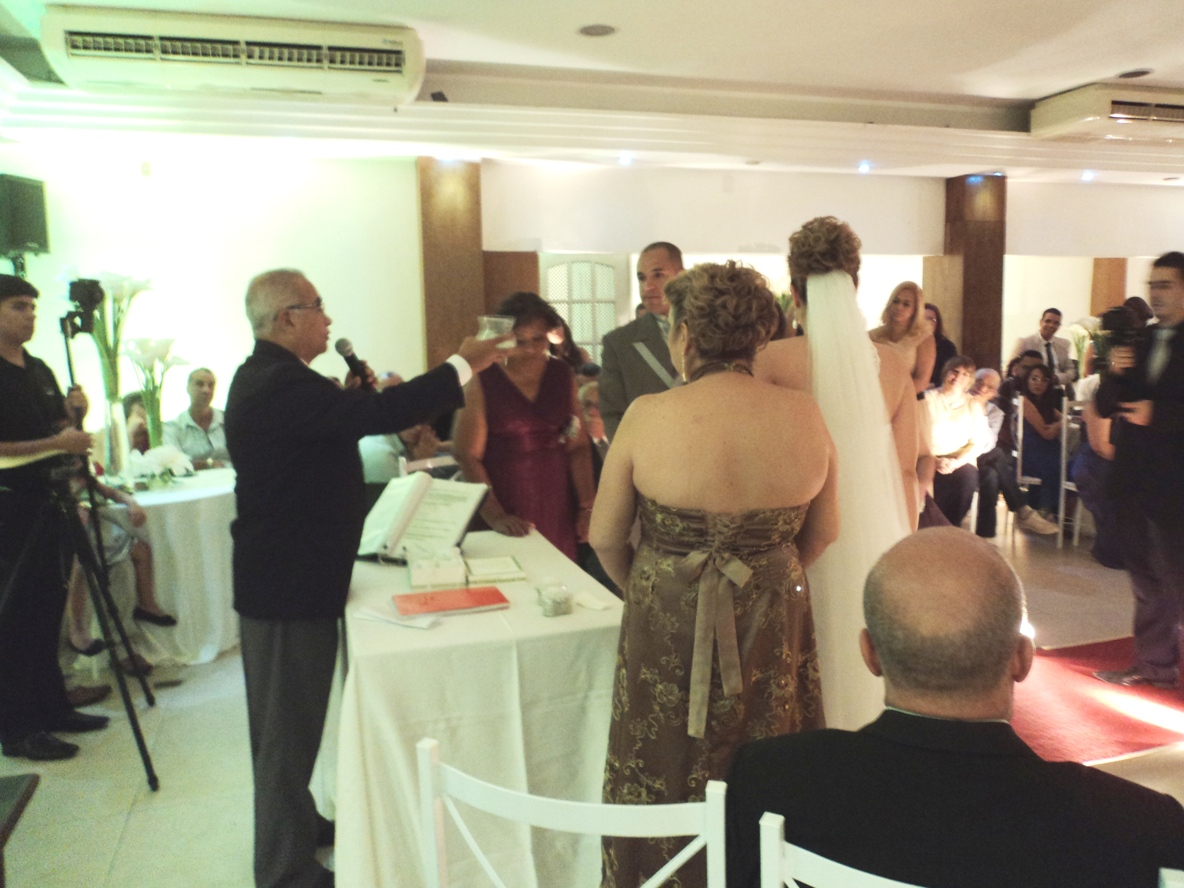 Foto do momento da cerimônia de casamento no ritual das areias.