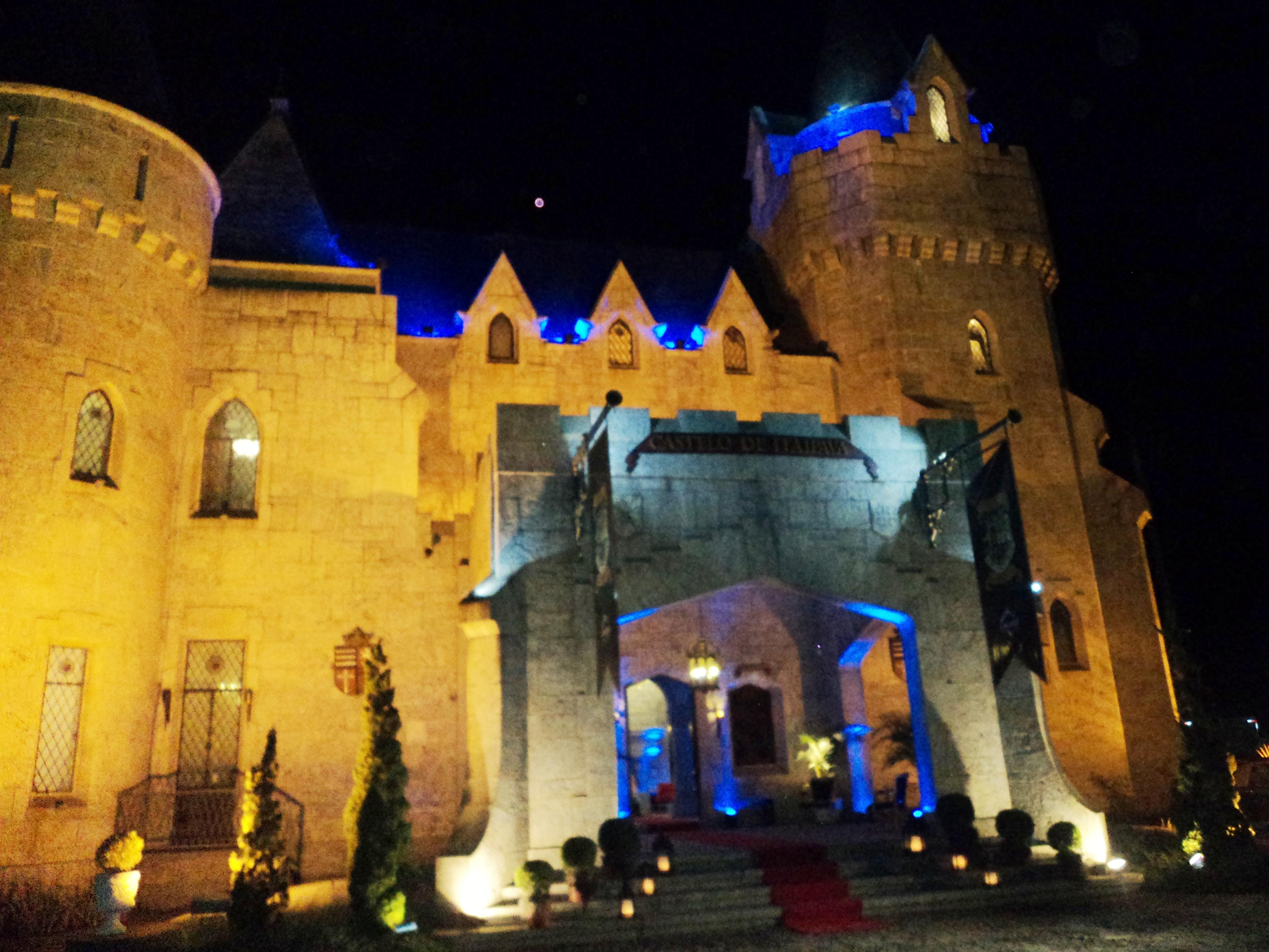 foto da fachada do Castelo de Itaipava, 20.7.14