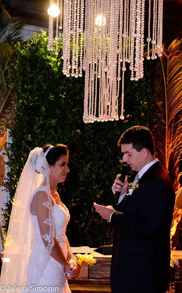 foto momento dos votos com emoção casamento thais filha