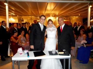 Foto dos noivos com Túlio de Pinho.