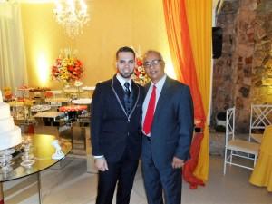 O noivo Atila, a direita, com Túlio de Pinho.