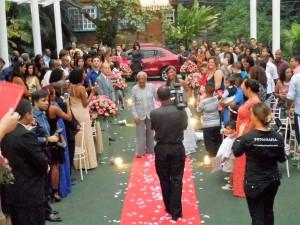 Momento da entrada da noiva Danielle no Solar Macembu, RJ.