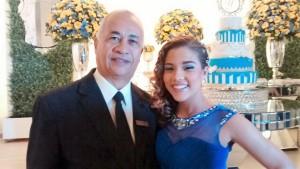 Na foto Túlio com a debutante Yasmim.