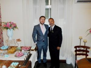 Na foto O noivo Douglas com Túlio de Pinho, a direita.