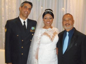 Na foto o noivo Andre, a esquerda, a noiva ao centro e Túlio de Pinho.