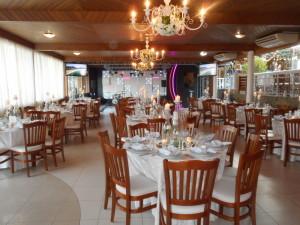 Foto do salão de convidados da casa de festas Helena Morais.